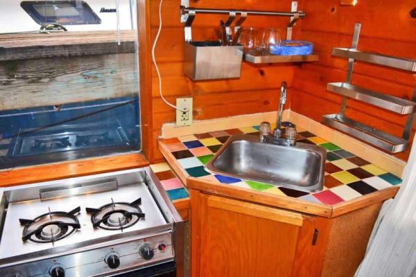 tao-tiny-houseboat-lake-union-smallhousebliss-007