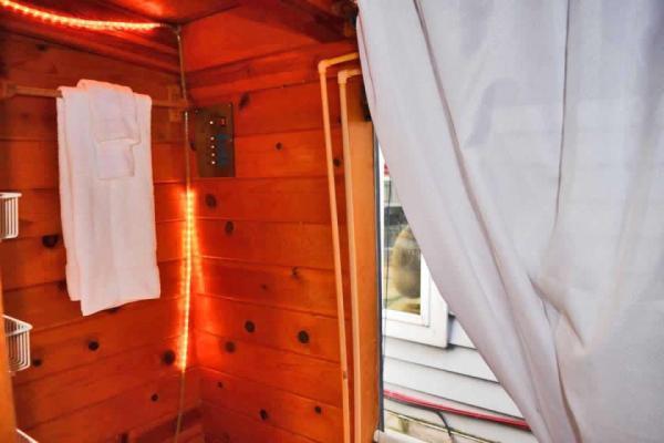 tao-tiny-houseboat-lake-union-smallhousebliss-010