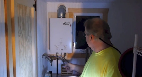 teachers-diy-passive-solar-tiny-house-0010