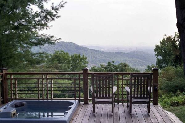 tiny-cottage-breathtaking-views-in-asheville-006