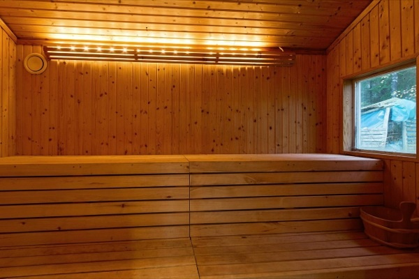 tiny-farm-cottage-bath-house-02