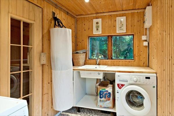 tiny-farm-cottage-bath-house-04