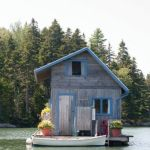 tiny-floating-cottage-in-maine-0001