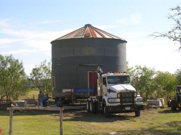 tiny-grain-silo-gruene-homstead-inn-002