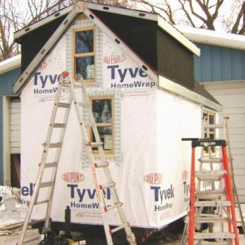tiny-green-cabins-breathe-easy-house-construction-insulation