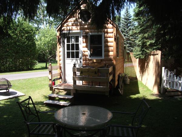 Tiny Log Cabin on wheels - stay a night in it