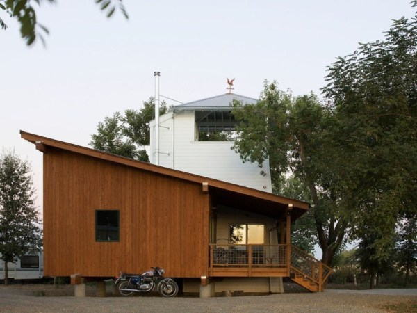 tiny-lighthouse-cabin-butler-armsden-architects-yolo-county-cabin-003
