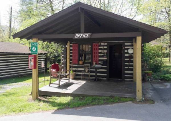 tiny-logc-cabin-asheville-006
