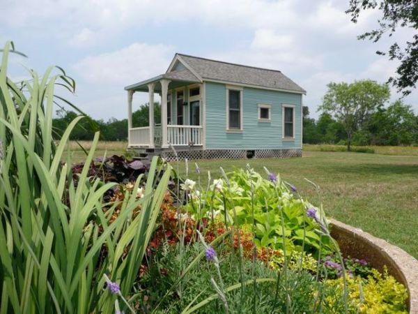 tiny-texas-house-victorian-cottage-04