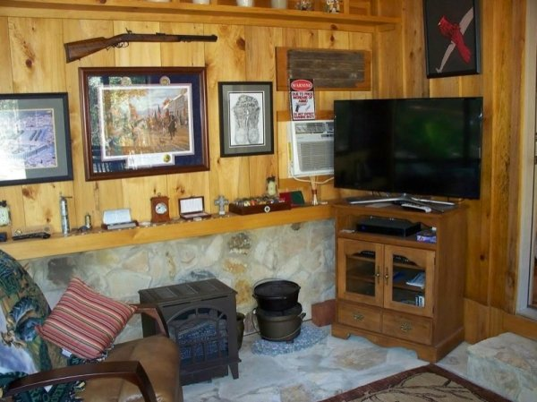 villa-big-retired-army-generals-tiny-cabin-office-get-away-0013