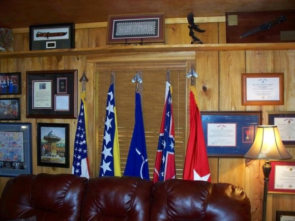villa-big-retired-army-generals-tiny-cabin-office-get-away-0016