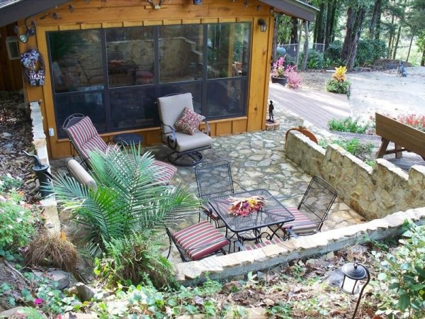 villa-big-retired-army-generals-tiny-cabin-office-get-away-003