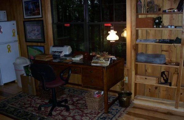 villa-big-retired-army-generals-tiny-cabin-office-get-away-0034