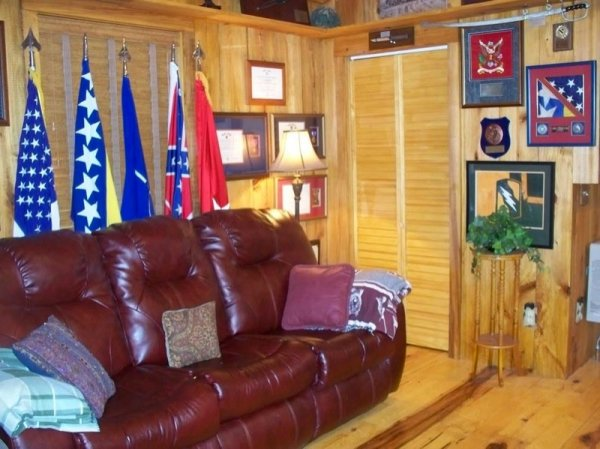 villa-big-retired-army-generals-tiny-cabin-office-get-away-0040