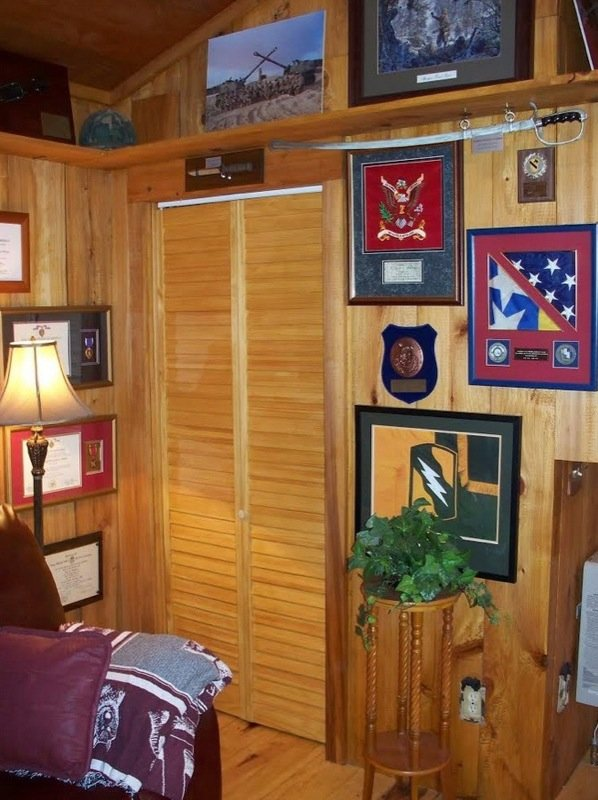 villa-big-retired-army-generals-tiny-cabin-office-get-away-0041