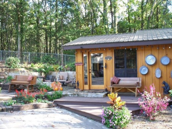 villa-big-retired-army-generals-tiny-cabin-office-get-away-006