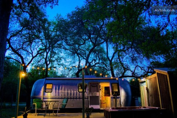 vintage-airstream-tiny-house-with-deck-conversion-016