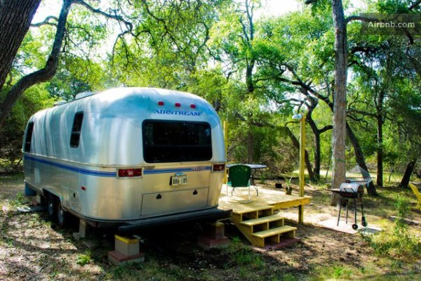 vintage-airstream-tiny-house-with-deck-conversion-017