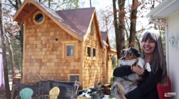 woman-living-simply-in-pinafore-tiny-house-by-tiny-house-giant-journey-002