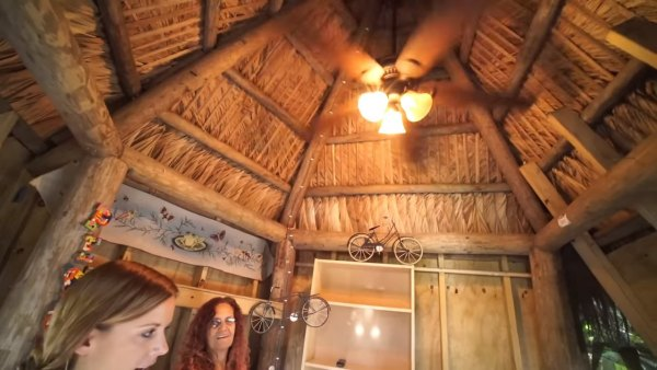 woman-who-raised-3-children-in-DIY-tree-house-009