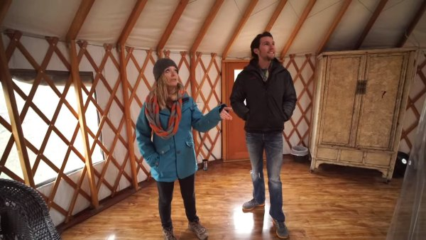 yurt-cabin-with-wrap-around-deck-cypress-valley-004