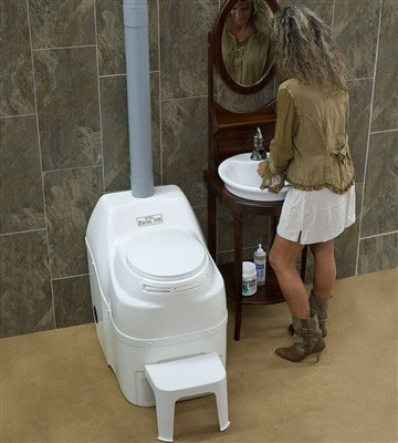 How does the sun-mar composting toilet work?