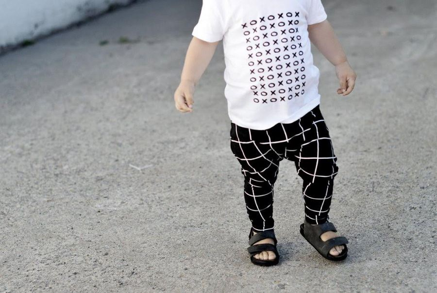 Black and white xoxo toddler tee