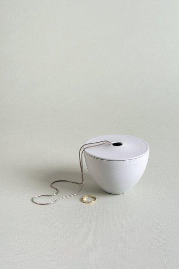boite à bijou porcelaine blanche trou couvercle