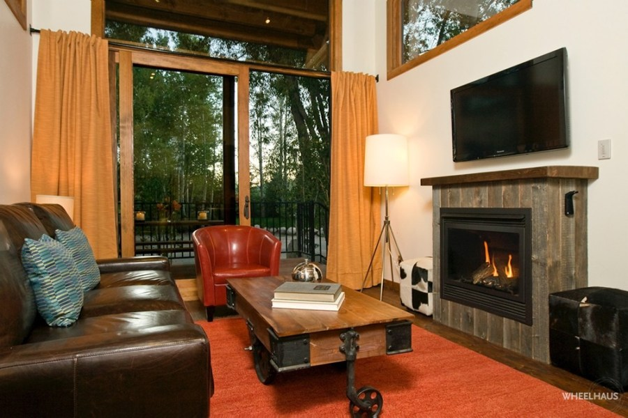 Living room – view opens to the front deck