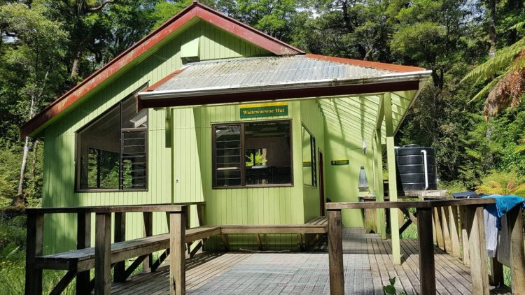 Te Araroa Trail Waitewaewae hut, a beauty!