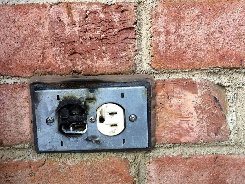 hight resolution of 6 signs that point towards faulty wiring in your house electrical service in fort worth tx