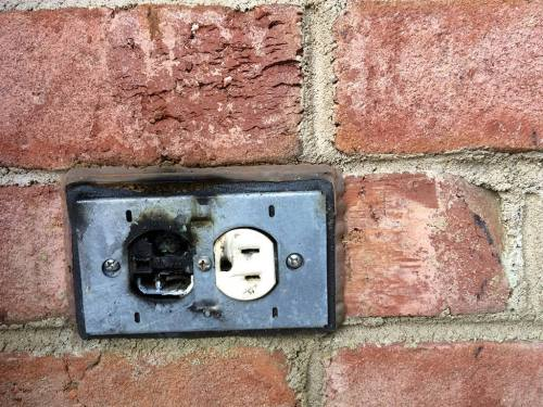 small resolution of 6 signs that point towards faulty wiring in your house electrical service in fort worth tx