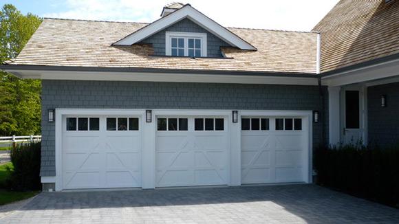 Garasi Mobil di samping Rumah