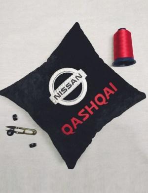 Подушка с вышивкой (40*40 см)