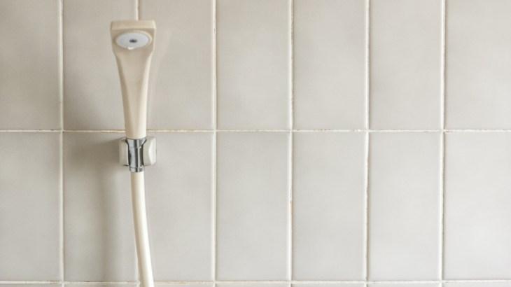 浴槽のカビをキレイにするには重曹と酸素系漂白剤がおすすめ