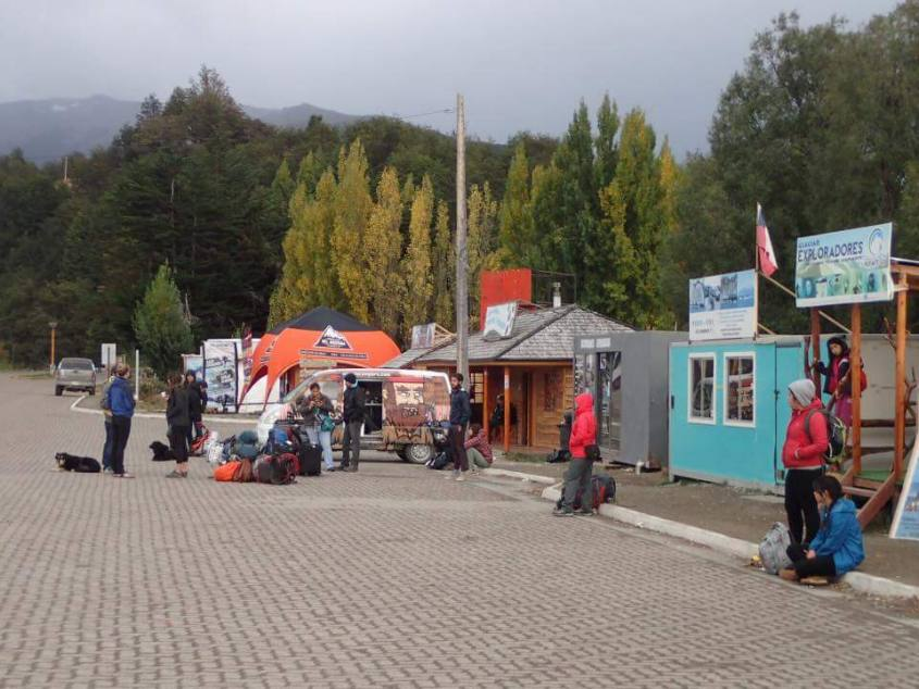L'unica piazza di Puerto Rio Tranquilo in Cile