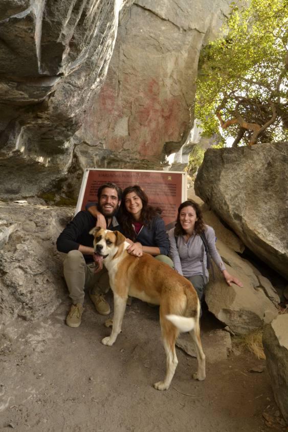 Foto di gruppo alle mani de La Cueva de las Manos a Villa Cerro Castillo