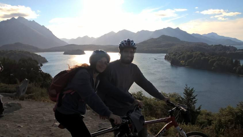 Tramonto sul Lago Moreno durante il Circuito Chico di Bariloche in bicicletta