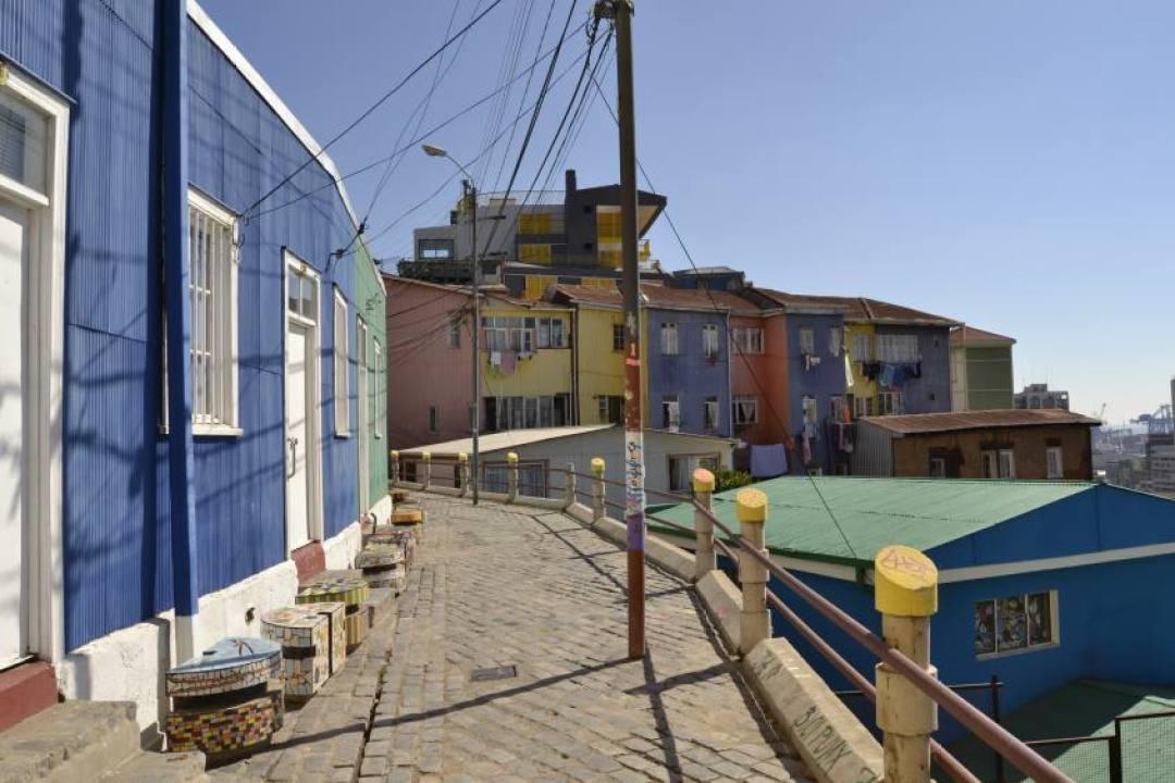 Case colorate nelle vie di Valparaiso in Cile