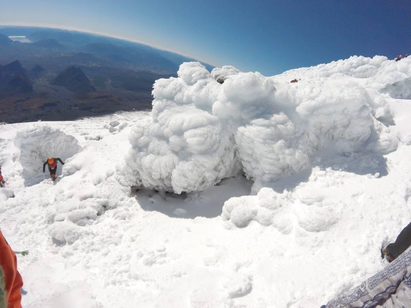 Verso il cratere del Vulcano Villarrica di Pucon in Cile sulla neve fresca