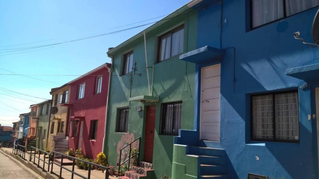 Case colorate per le vie di Valparaiso in Cile