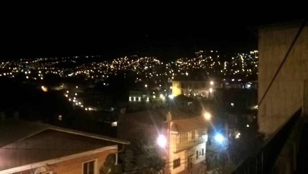 Luci delle case di Valparaiso di notte