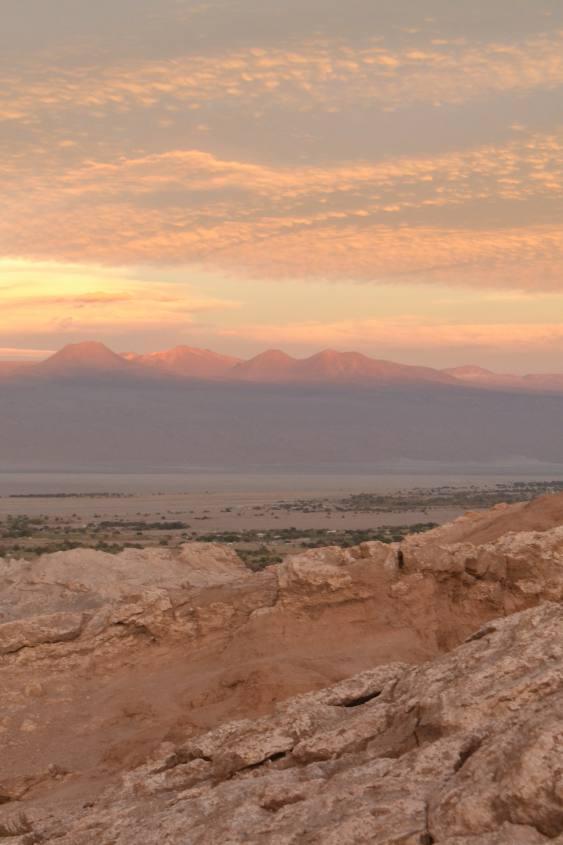 Tramonto dalla Pietra del Coyote nella Valle della Luna nel deserto di Atacama in Cile