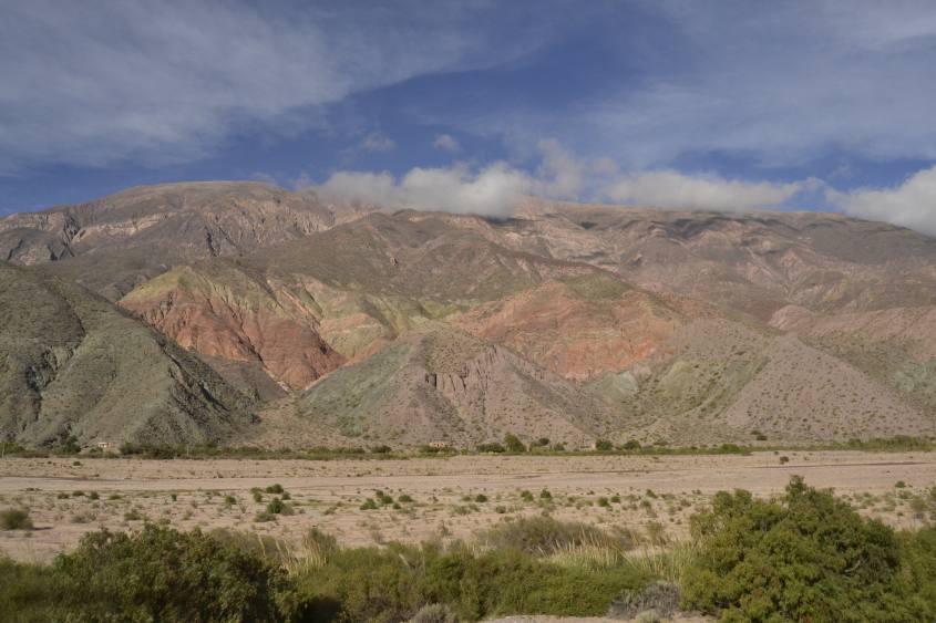 La montagna dei sette colori di Purmamarca sulla strada per Salta in Argentina