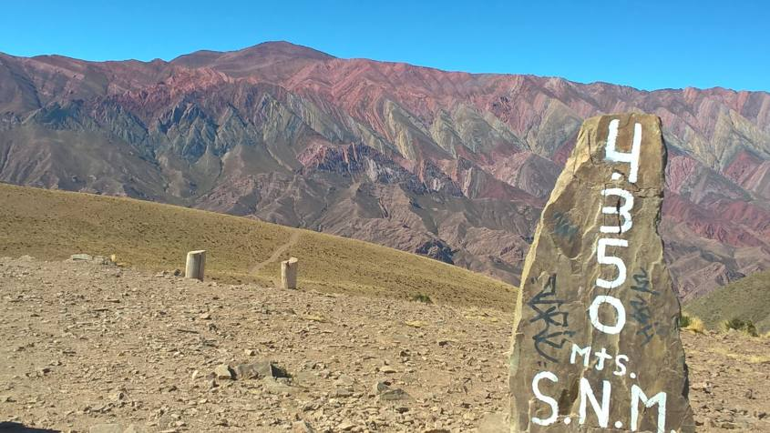 La montagna dai quattordici (14) colori in Argentina, l'Hornocal