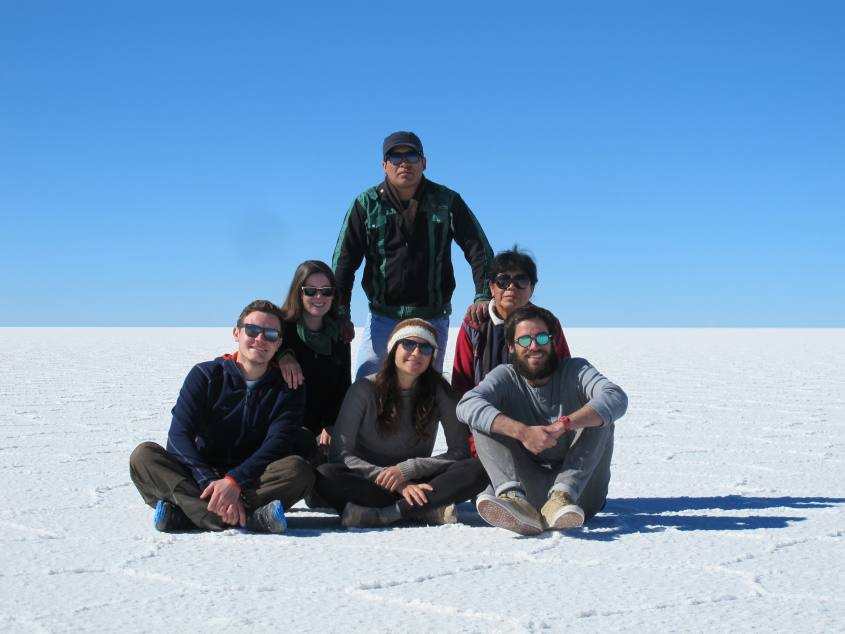 Foto di gruppo al Salar di Uyuni in Bolivia