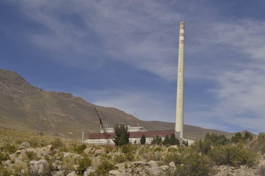 Ciminiera di una fabbrica fonderia di Potosì in Bolivia