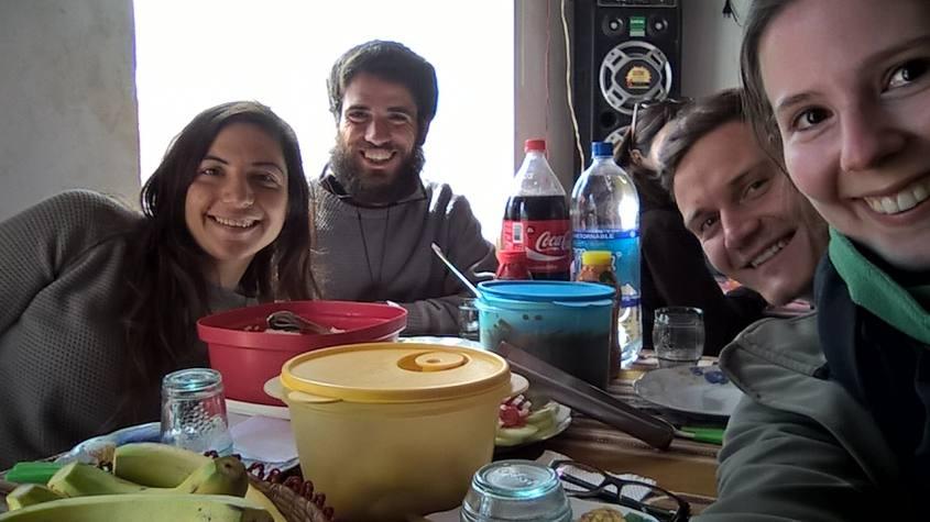Super pranzo alle terme di Polques durante il tour al Salar di Uyuni in Bolivia