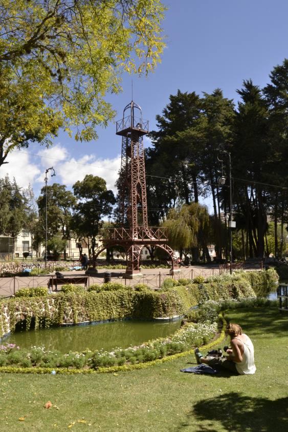 La Torre Eiffel all'interno del Parco Bolivar di Sucre in Bolivia