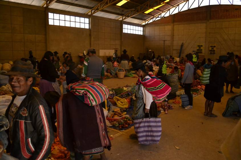 Interno del Mercato di Tarabuco vicino Sucre in Bolivia